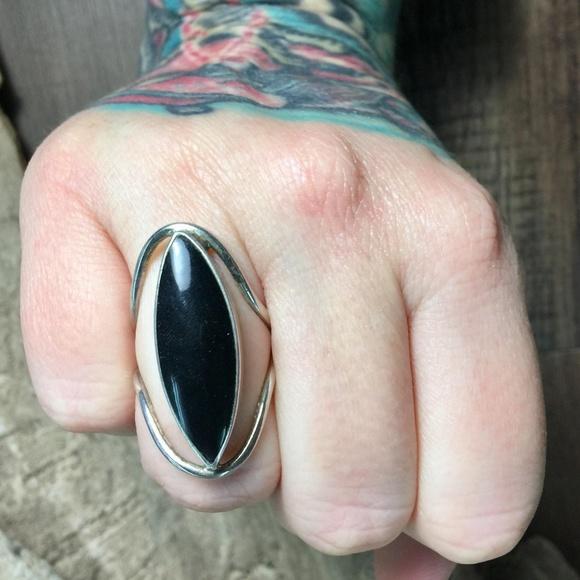 Vintage Jewelry - Sz 7.5 • Vintage black onyx Ring